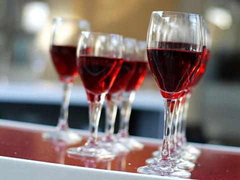 От вина кишечник лучше работает