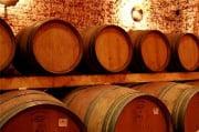 Получение вина в деревянных емкостях